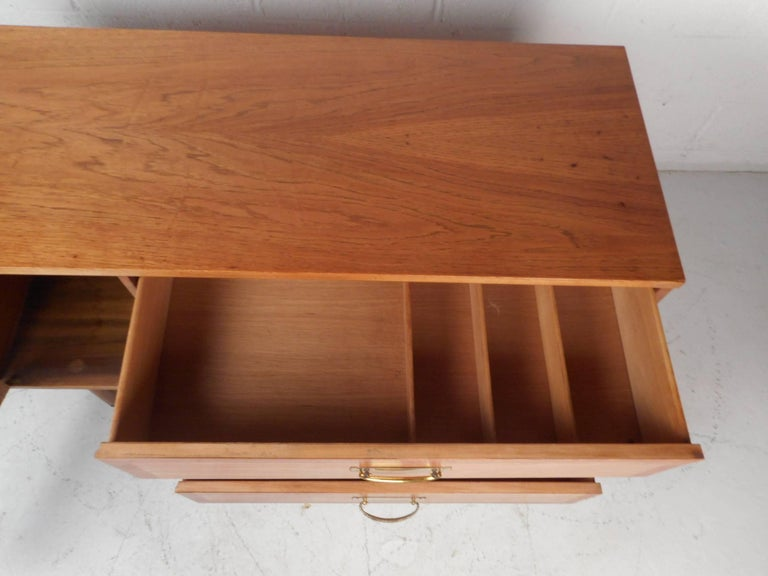 Small Mid-Century Modern Credenza For Sale 1