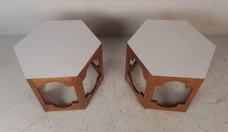 Pair of Mid-Century Modern Italian Hexagonal End Tables In Good Condition For Sale In Brooklyn, NY