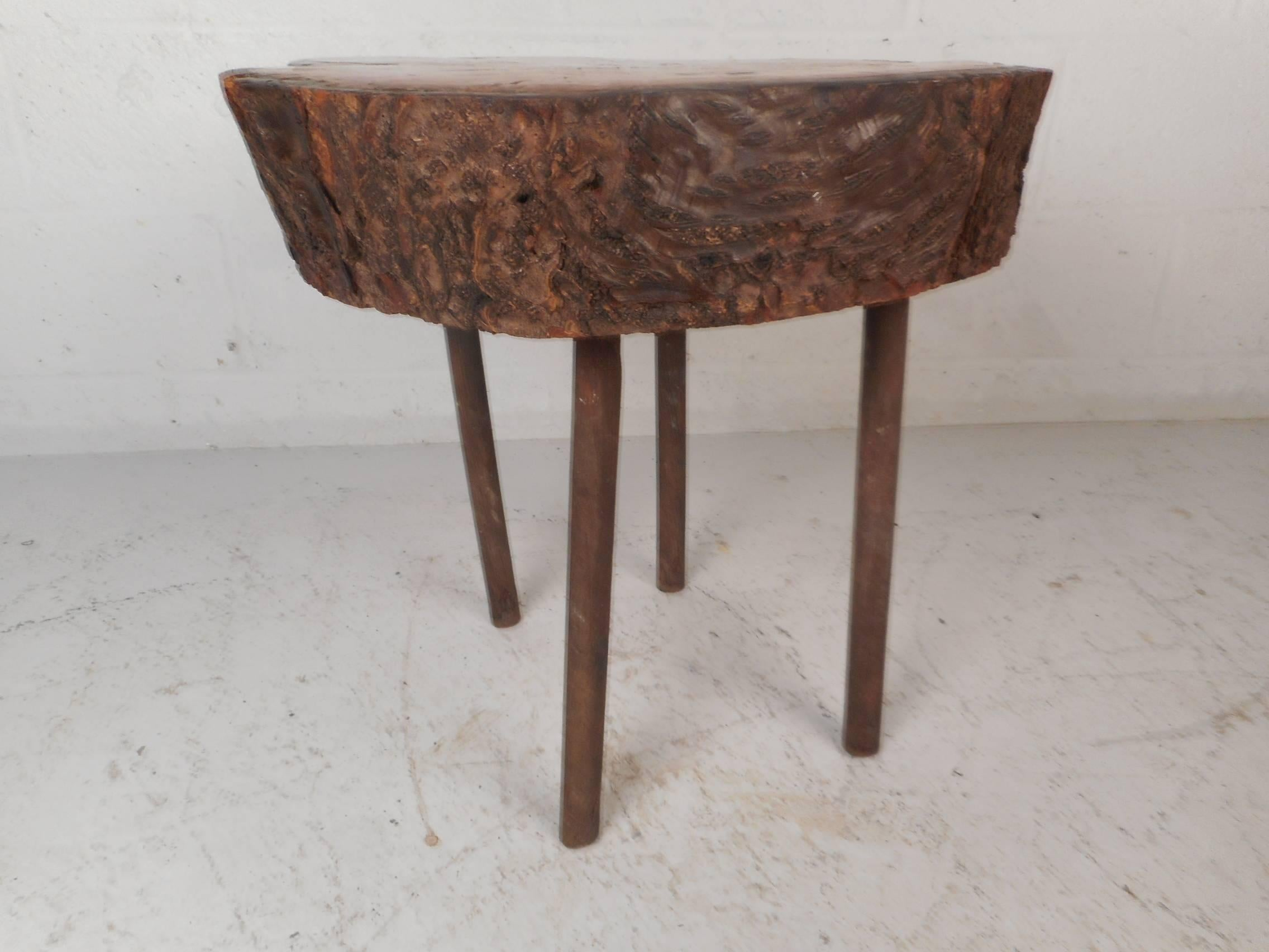 Mid Century Modern Tree Slab End Table In Good Condition For Sale In  Brooklyn,