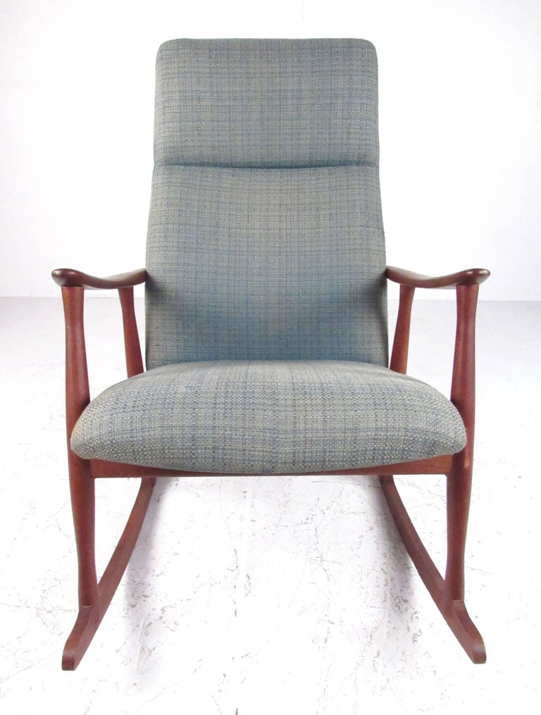 classic danish teak rocking chair for sale at 1stdibs. Black Bedroom Furniture Sets. Home Design Ideas
