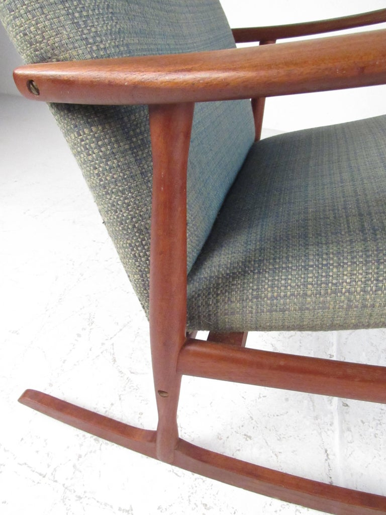 Classic Mid-Century Danish Teak Rocking Chair In Good Condition For Sale In Brooklyn, NY