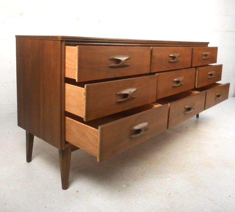Mid century modern bassett sculptique nine drawer for Mid century modern furniture new york