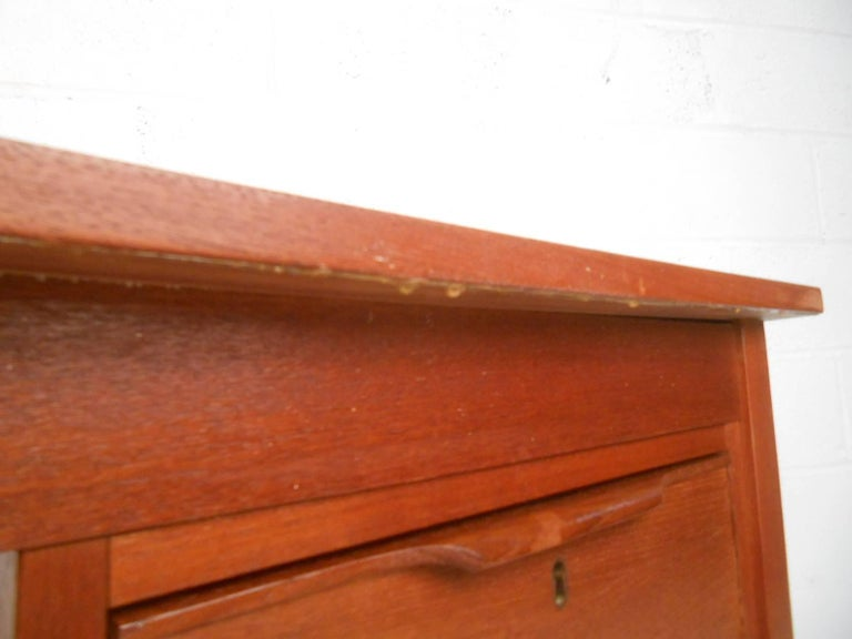Mid-Century Modern Danish Teak Desk For Sale 4
