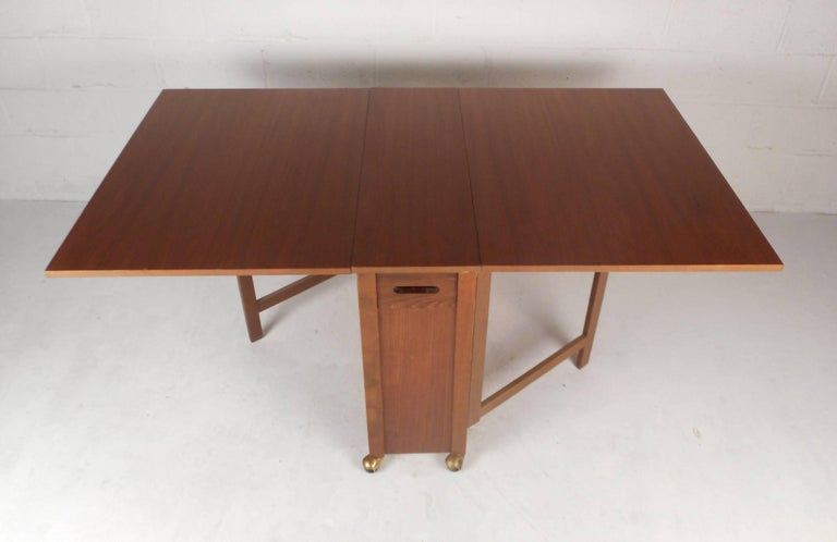 e4560c472285 Mid-Century Modern Drop-Leaf Dining Table with Chairs In Good Condition For  Sale