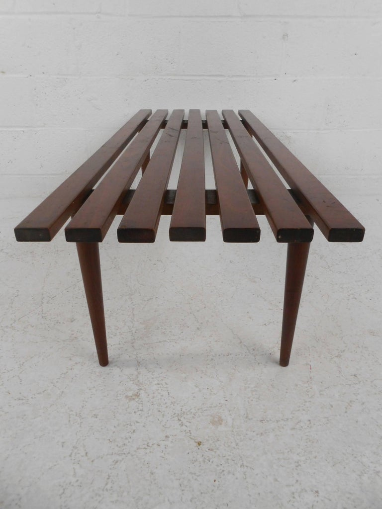 Mid-Century Modern Walnut Slat Bench In Good Condition For Sale In Brooklyn, NY