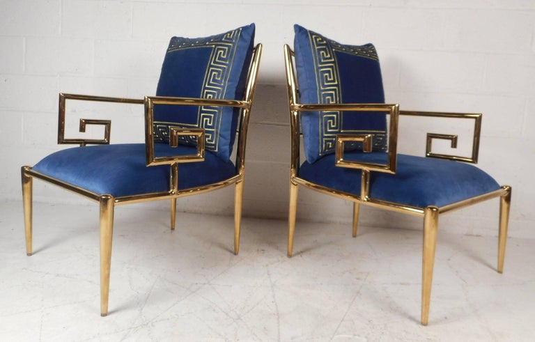 Elegant Pair of Mid-Century Modern Lounge Chairs In Good Condition For Sale In Brooklyn, NY