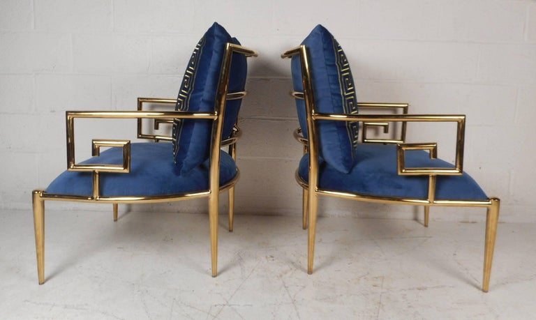 Late 20th Century Elegant Pair of Mid-Century Modern Lounge Chairs For Sale