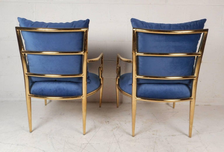 Brass Elegant Pair of Mid-Century Modern Lounge Chairs For Sale