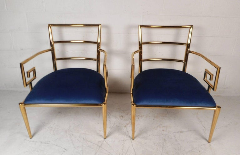 Elegant Pair of Mid-Century Modern Lounge Chairs For Sale 1