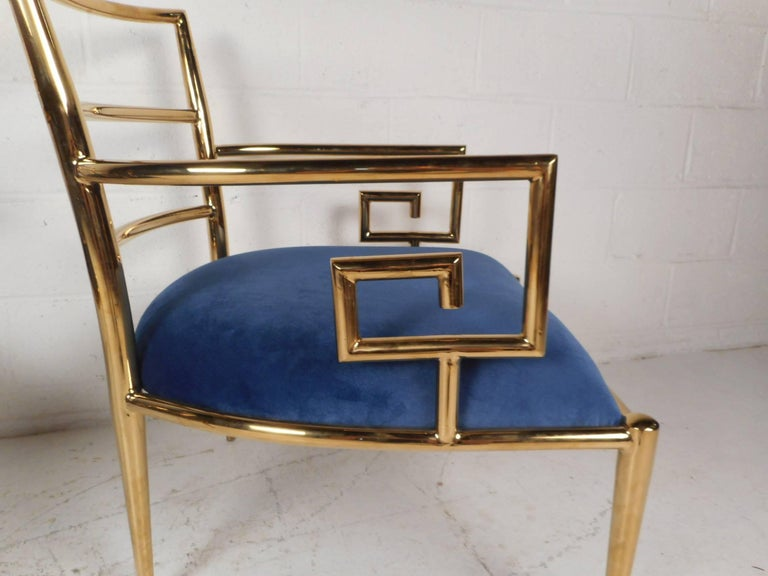 Elegant Pair of Mid-Century Modern Lounge Chairs For Sale 2