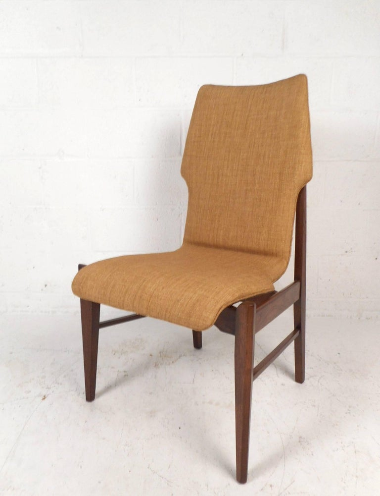 Set of Four Mid-Century Modern Wood Back Dining Chairs In Good Condition For Sale In Brooklyn, NY