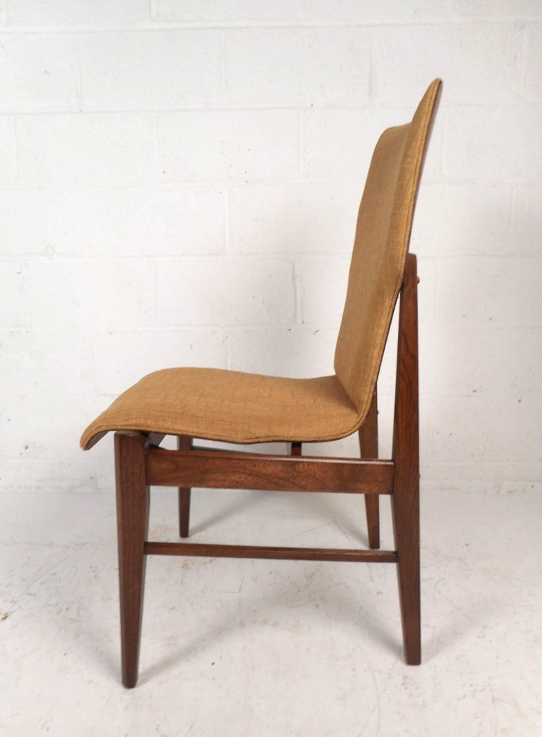 Late 20th Century Set of Four Mid-Century Modern Wood Back Dining Chairs For Sale