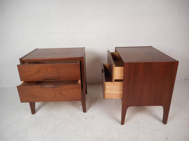 Mid Century Modern Walnut Bedroom Set By United Furniture Co For Sale At 1stdibs