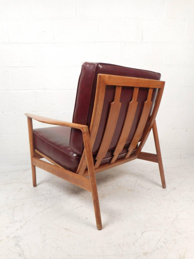 Mid-Century Modern Danish Teak Lounge Chair In Good Condition For Sale In Brooklyn, NY