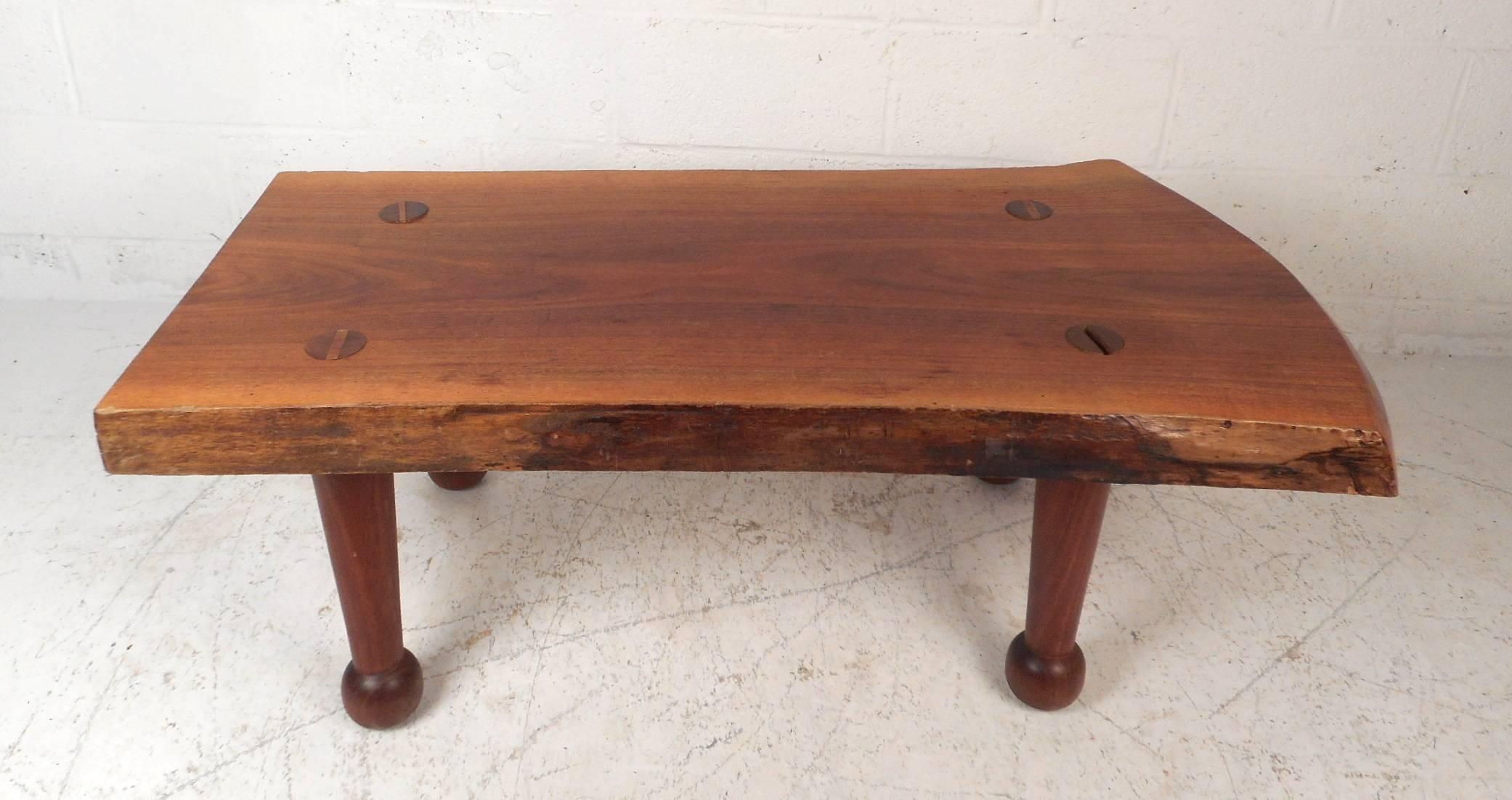 Bon Mid Century Modern Stunning Vintage Modern Live Edge Tree Slab Coffee Table  For Sale