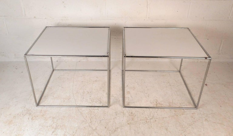Late 20th Century Pair of Mid-Century Modern End Tables For Sale