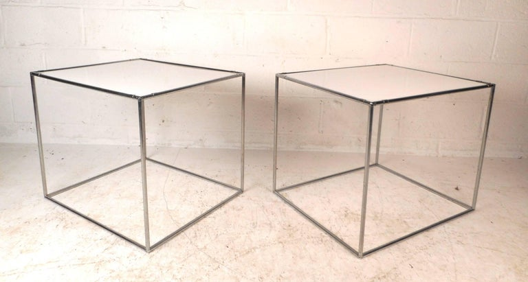 Pair of Mid-Century Modern End Tables In Good Condition For Sale In Brooklyn, NY