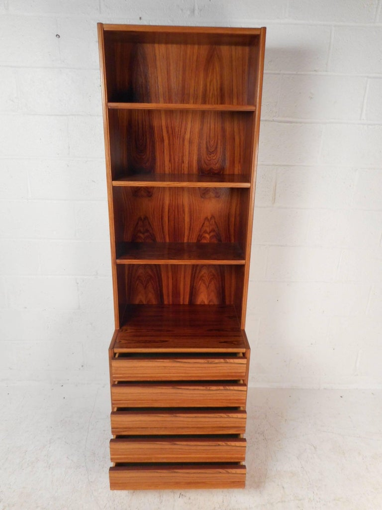 Mid-Century Modern Rosewood Etagere In Good Condition For Sale In Brooklyn, NY