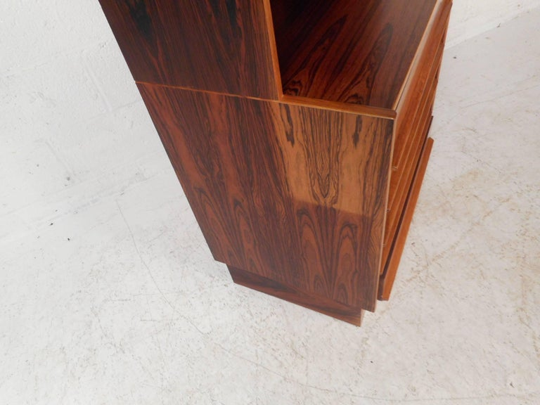 Mid-Century Modern Rosewood Etagere For Sale 1