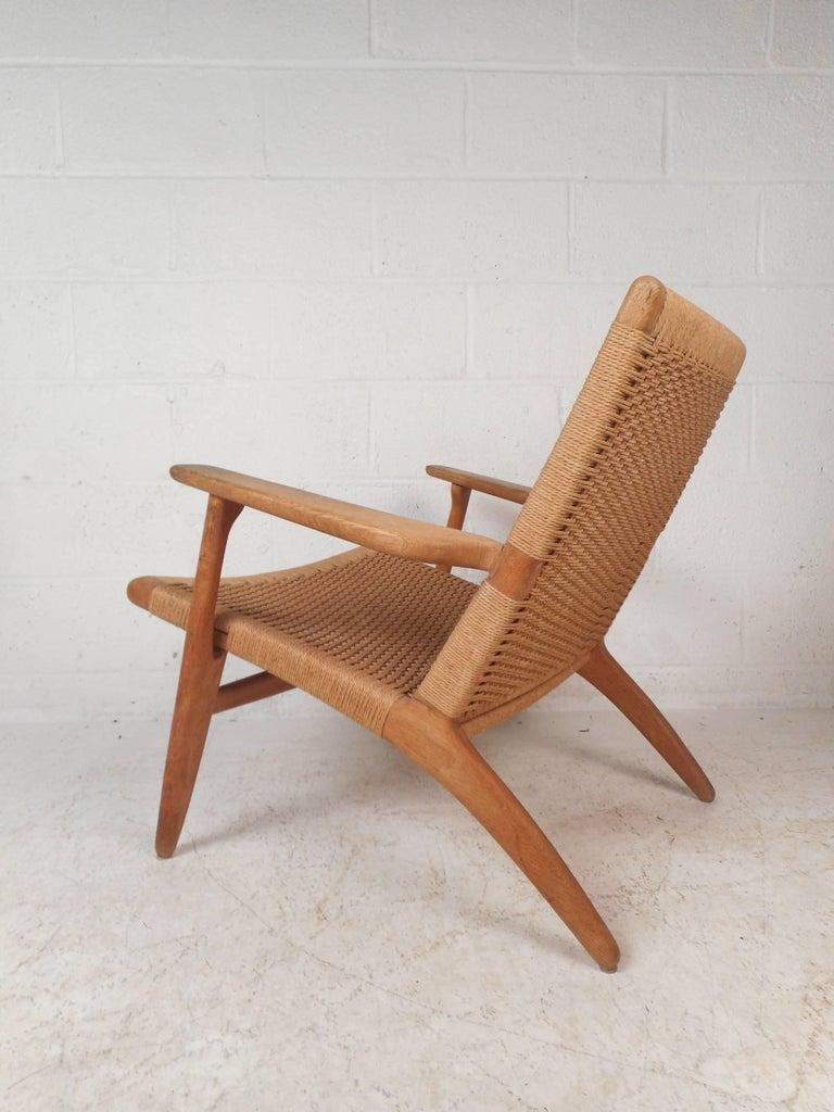 Danish Mid-Century Modern CH 25 Lounge Chair by Hans Wegner for Carl Hansen For Sale
