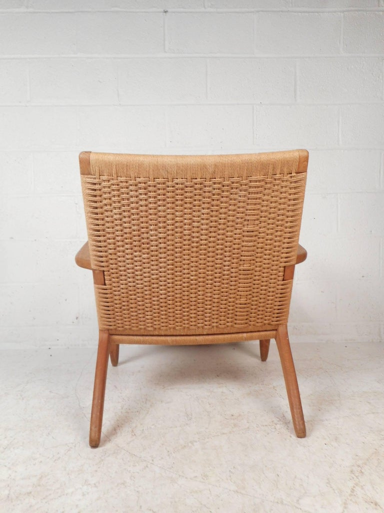 Mid-Century Modern CH 25 Lounge Chair by Hans Wegner for Carl Hansen In Good Condition For Sale In Brooklyn, NY