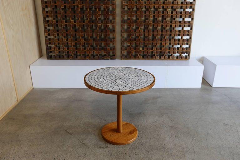 Runder Esstisch Aus Massivem Nussbaum Mit Fliesen Tischplatte Von