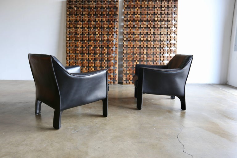 Mid-Century Modern Pair of Large CAB Lounge Chairs by Mario Bellini for Cassina For Sale