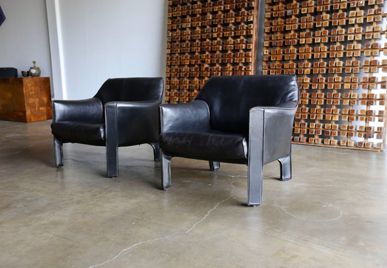 Pair of Large CAB Lounge Chairs by Mario Bellini for Cassina In Good Condition For Sale In Costa Mesa, CA