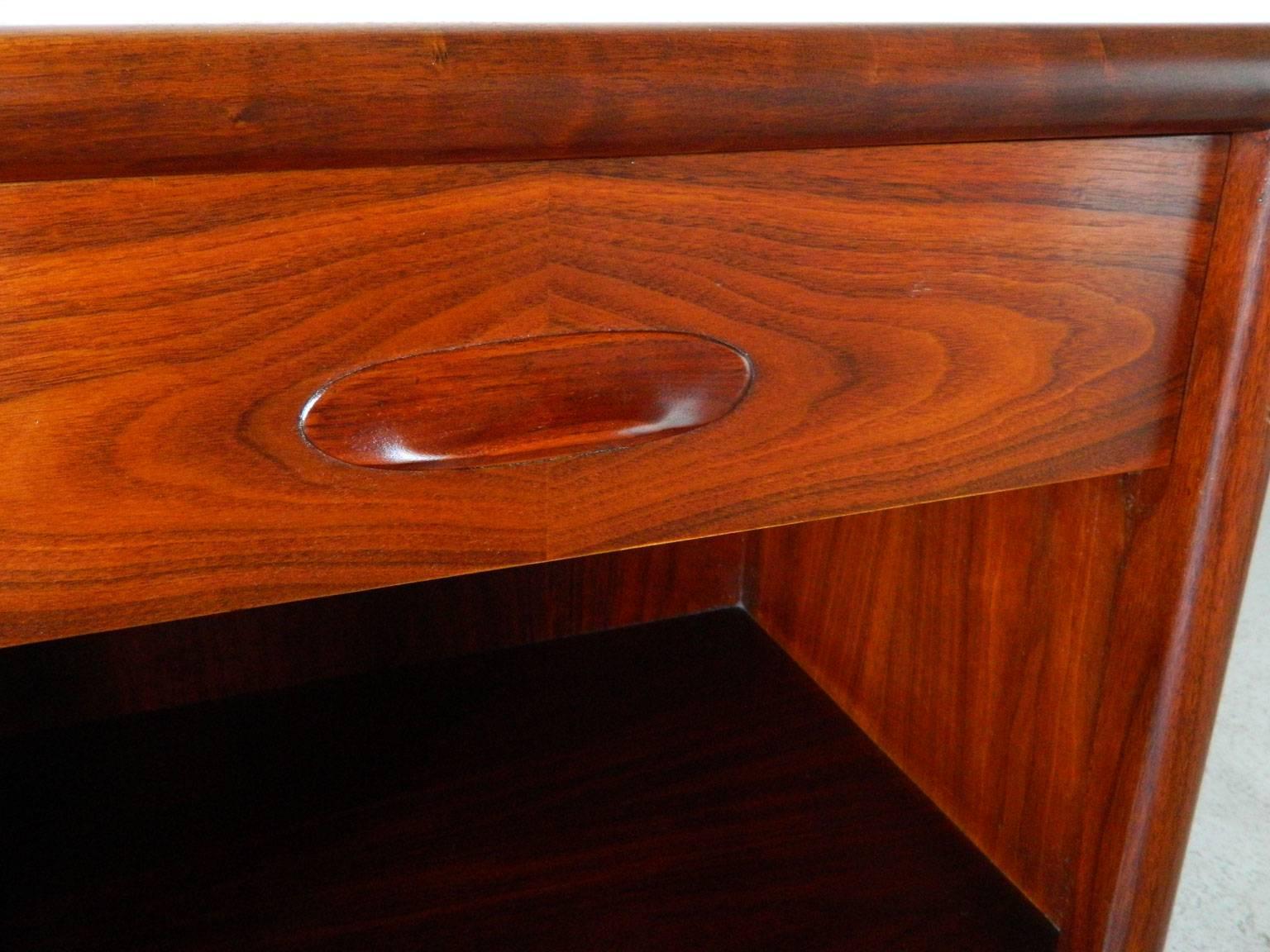 Mid Century Modern Walnut Nightstands By Widdicomb Furniture Co. 3
