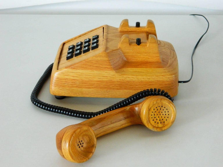 Vintage Telephone In Good Condition For Sale In Baltimore, MD