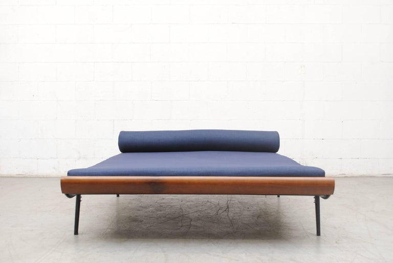 Super wide Cleopatra daybed by A.R. Cordemeyer for Auping, 1960s with teak ends and charcoal enameled metal frame with