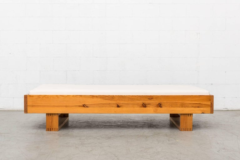 Natural pine daybed by Ate Van Apeldoorn for Houtwerk Hattem with new natural canvas mattress and rough wood slat supports. Good original condition.