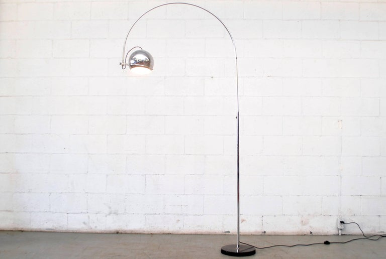 Large Gepo Standing Chrome Arc Lamp In Good Condition For Sale In Los Angeles, CA