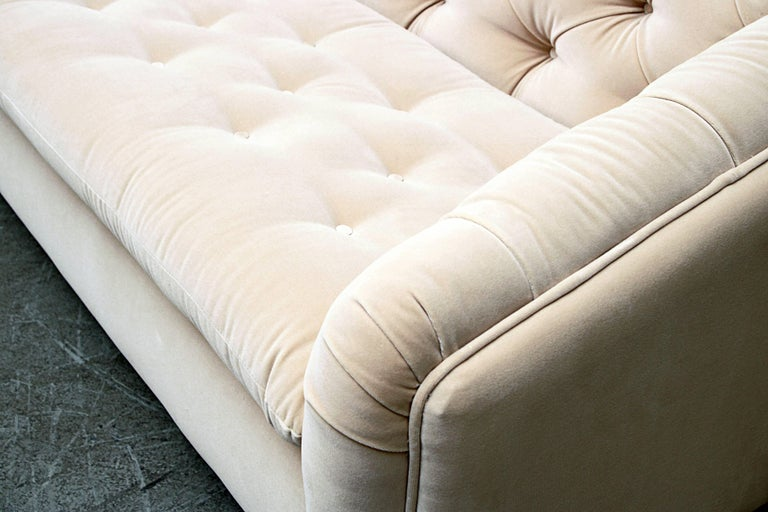 Artifort Tufted Vanilla Velvet Velvet Sofa For Sale 2