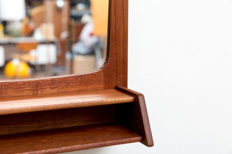 Midcentury Teak Wall Mount Butlers Mirror In Good Condition For Sale In Los Angeles, CA