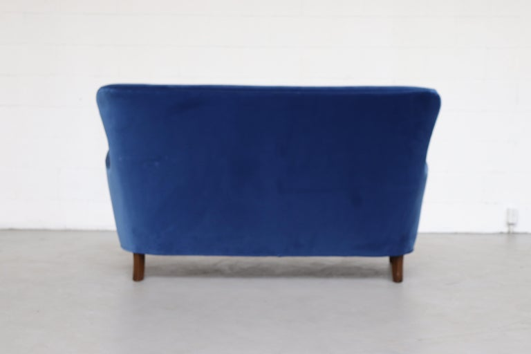 Theo Ruth Cobalt Blue Sofa by Artifort In Good Condition For Sale In Los Angeles, CA