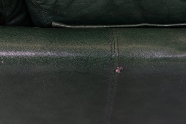 Late 20th Century Kelly Green Leather Love Seat Sofa For Sale