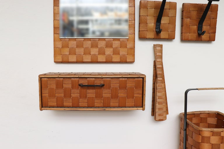 Midcentury Woven Rattan Wall Mount Hall Unit In Good Condition For Sale In Los Angeles, CA