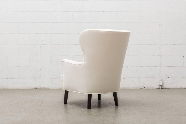 Gorgeous Pair of White Velvet Theo Ruth Lounge Chairs by Artifort In Good Condition For Sale In Los Angeles, CA