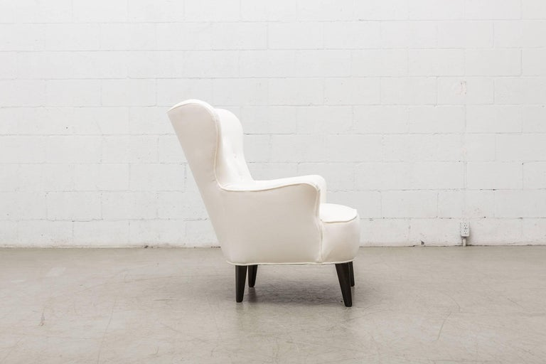 Gorgeous Pair of White Velvet Theo Ruth Lounge Chairs by Artifort For Sale 1