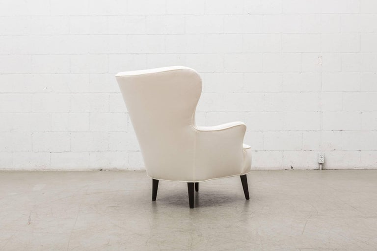 Gorgeous Pair of White Velvet Theo Ruth Lounge Chairs by Artifort For Sale 2