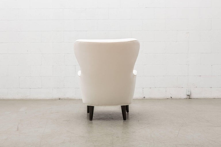 Gorgeous Pair of White Velvet Theo Ruth Lounge Chairs by Artifort For Sale 3