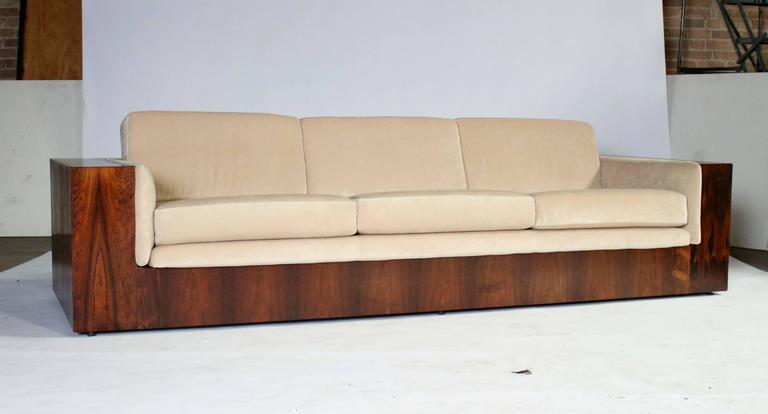 Milo Baughman Rosewood Case Sofa for Thayer Coggin In Excellent Condition For Sale In Chicago, IL