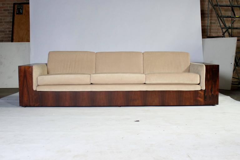 1970s Milo Baughman three-seat case sofa in Brazilian rosewood for Thayer Coggin with removable beige upholstered cushions.