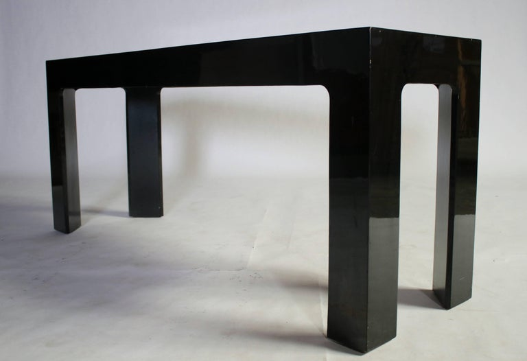 Parson Style Black Lacquered Console Table and Benches In Excellent Condition For Sale In Chicago, IL