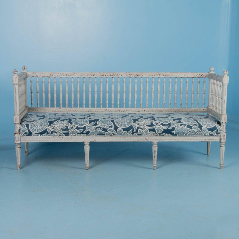 Swedish Gustavian Bench Painted Gray, Antique, 19th Century In Good Condition For Sale In Denver, CO