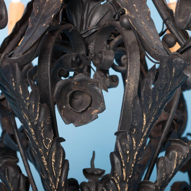 Antique French Twelve-Light Wrought Iron Chandelier For Sale 2
