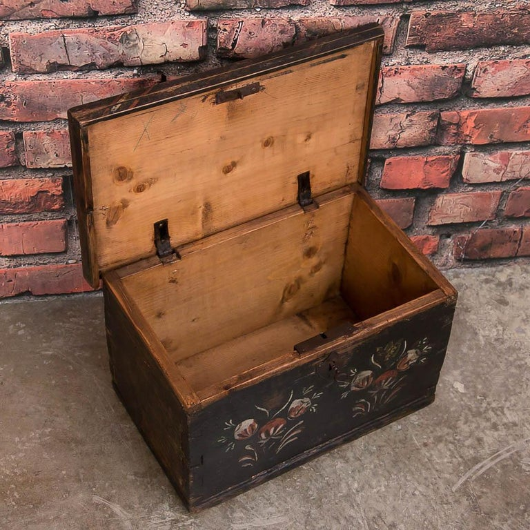 19th Century Small Antique Swedish Folk Art Painted Trunk or Box For Sale