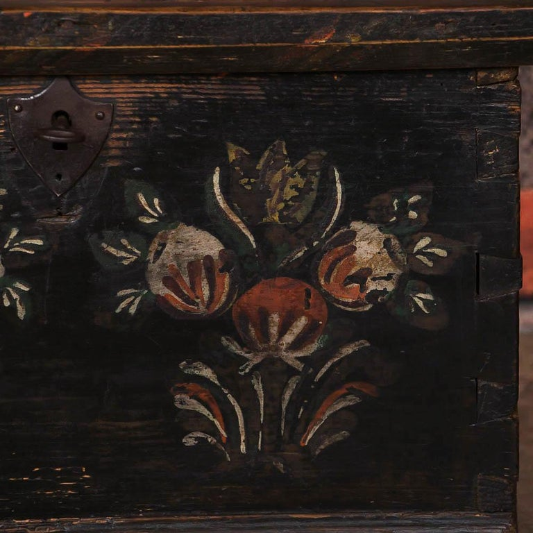 Small Antique Swedish Folk Art Painted Trunk or Box For Sale 1