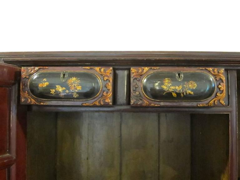 Chinese 19th Century Gilt Painted Cabinet For Sale
